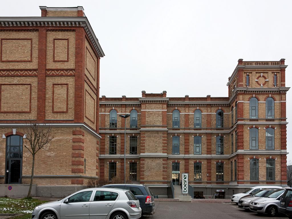 """SWA III, jižní pohled na přádelnu """"Fabrischloß"""" a budovu čistírny bavlny (vlevo) – foto: Lukáš Beran"""