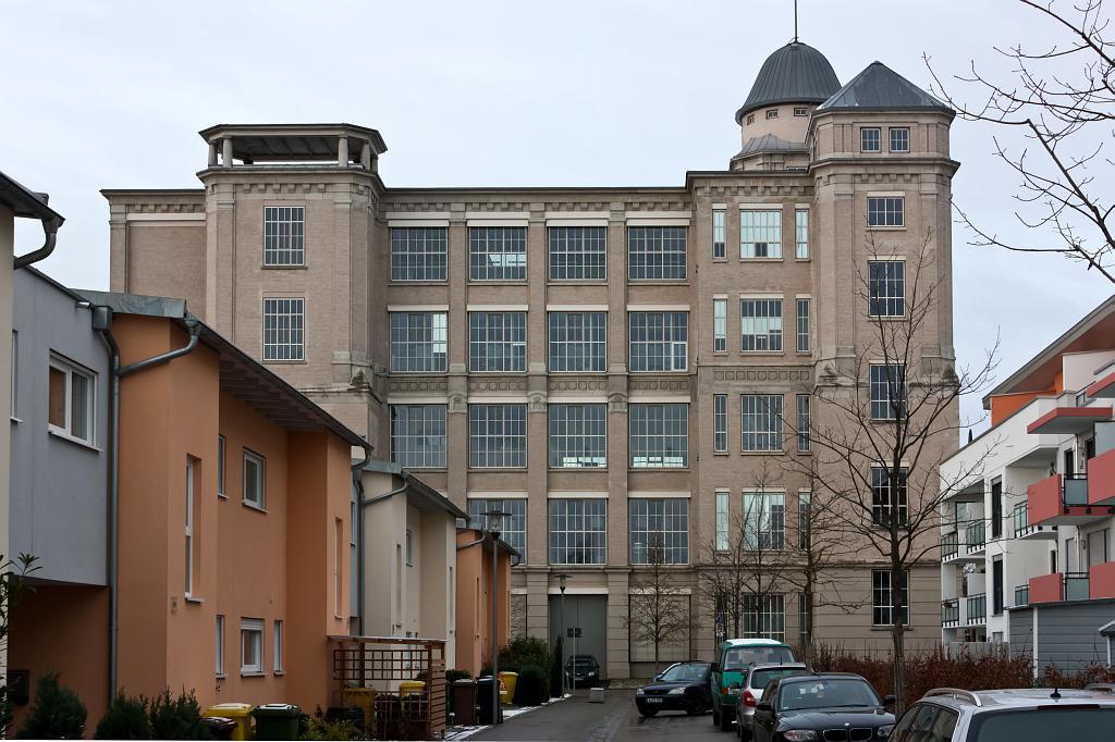 """SWA IV, jihovýchodní pohled na přádelnu """"Glaspalast"""" s novou kolonií Aumühle – foto: Lukáš Beran"""