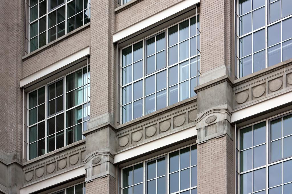 """SWA IV, detail jižní fasády přádelny """"Glaspalast"""" s novými okny – foto: Lukáš Beran"""