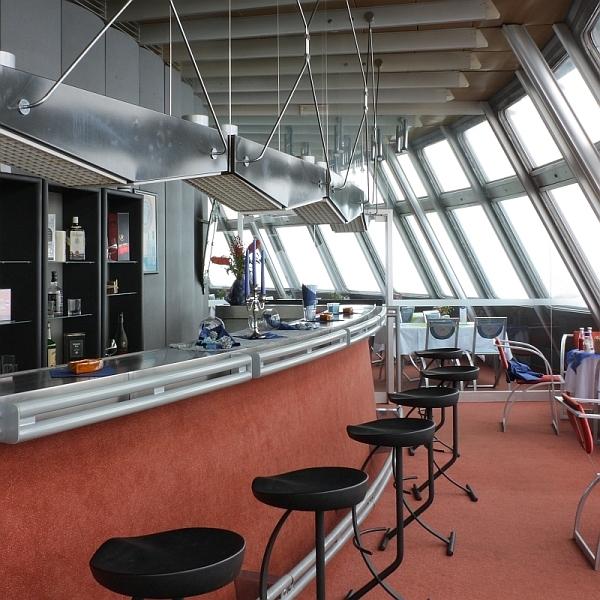 Interiér baru horského hotelu Ještěd dnes - foto: Lukáš Beran